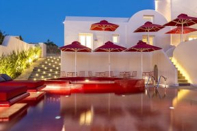 The red-hot Art Hotel in Pyrgos