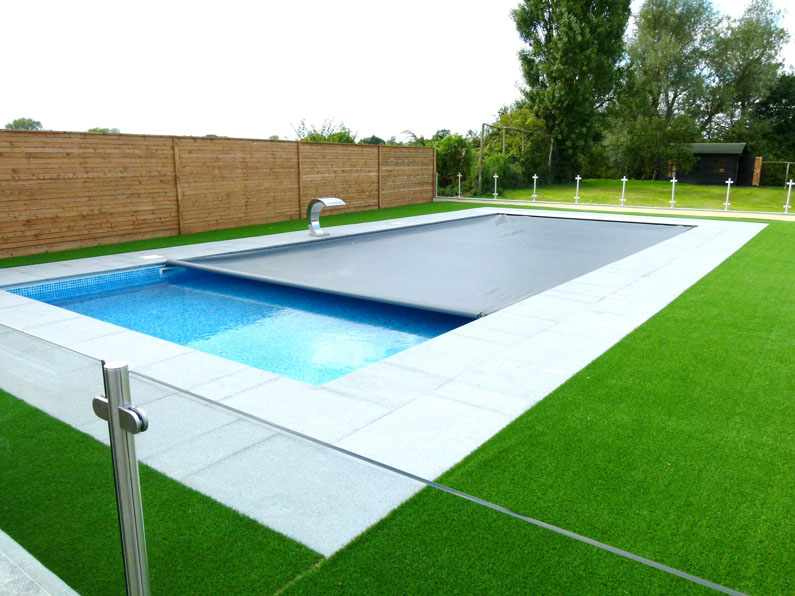 Swimming Pool Covers : Automatic safety covers and cascade pools
